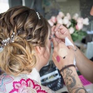 Maquillage de mariée, maquilleuse à domicile, coiffeuse à domicile mariage, Cyndie du salon de coiffure, Au Chignon Poudré à Colombiers, Béziers