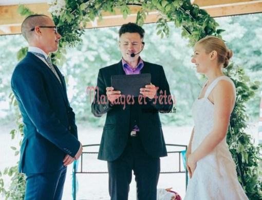 Nos officiants s'adaptent à votre style et à vos goûts pour que votre mariage soit unique et qu'il vous ressemble.