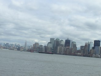 The skyline of New York coming back by boat