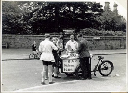 A stop outside London on bicycles 1946