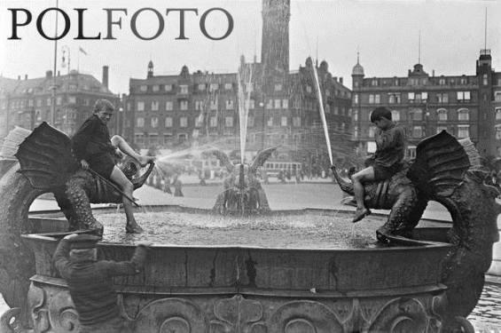 "Polfoto ""The Dragon Fountain"""
