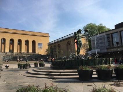 Götaplatsen with Poseidon and the Art Museum. The runners pass here at 17 km