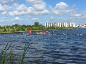 The elite group is in the water at Fulgsang lake at the Challenge Herning Triathlon 2017