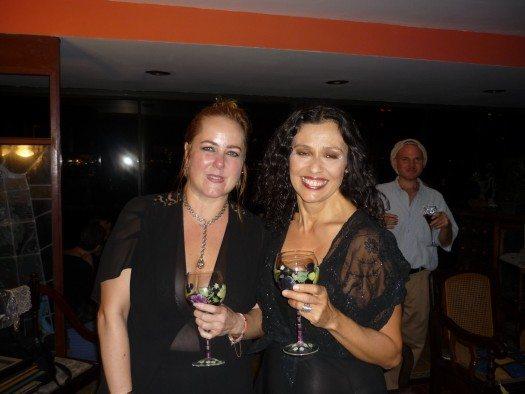 Mairym Cruz Bernall comparte con Ana Istarú el placer del encuentro.