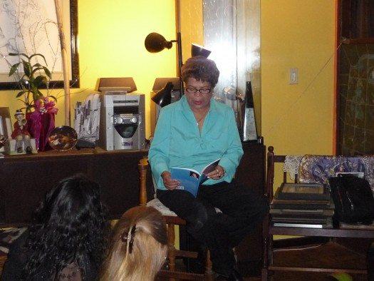 La escritora Magali Quiñones nos deleitó leyendo poemas de su libro