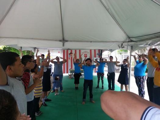 Un grupo de SM en uno de los ejercicios con los estudiantes.