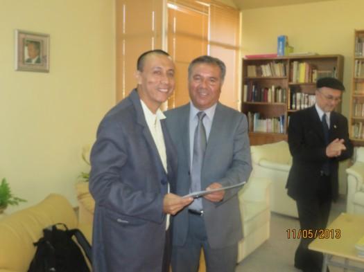 César Carbache de Ecuador recibe el saludo del Alcalde.