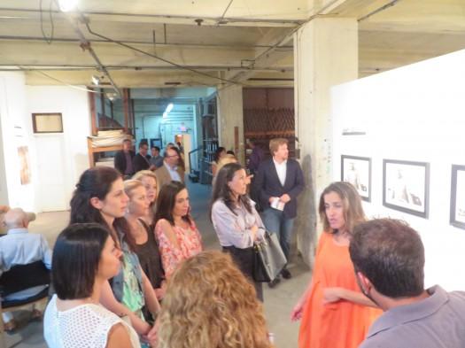 Amy Gelb expliaca a los asistentes sobre su trabajo.
