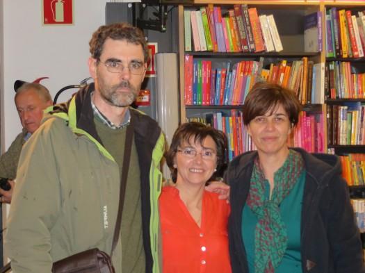 María José Mielgo junto a integrantes del taller de lectura de la Asociación Cultural Literarte.