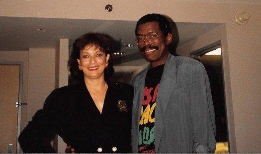 Jon comparte con María Juliana en Carolina, Puerto Rico en esta foto de inicios de los años 90