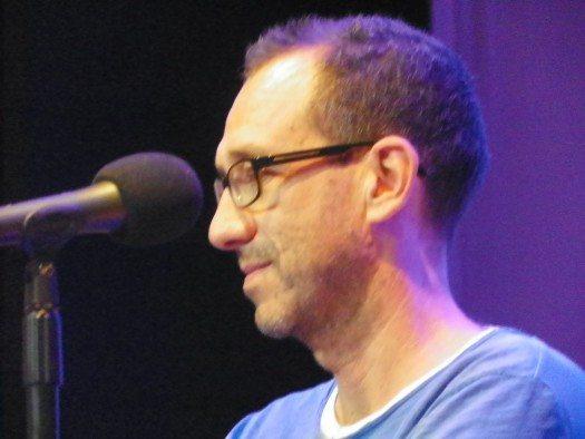 El escritor Ricardo Menéndez Salmón, quien ganara el V Premio las Américas unos días después. Foto: Eda Rodriguez