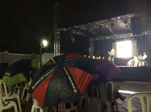 Poesía bajo la lluvia!!