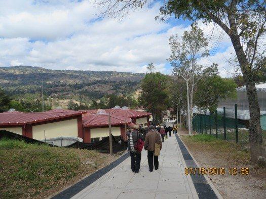 Escritores llegando al Colegio Nacional San Juan de Chota