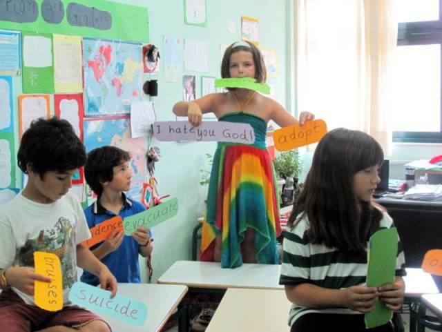 Children discussing ideas