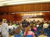 La sala de prensa, abarrotada y expectacte ante la entrada de Glenn Close