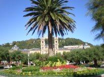El Ayuntamiento de San Sebastián, tras la Palmera