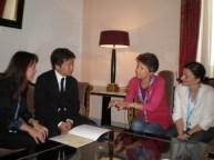 """Miembros del jurado SIGNIS charlan con el director de la premiada """"Kisaki (I Wish)""""."""