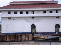 Edificio de la esclusa de Miraflores, Canal de Panamá, construido hace 100 años
