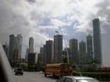 Skyline de Panamá desde la Avenida de Balboa
