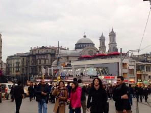 Plaza Taksim, centro neurálgico de tiendas y restaurantes