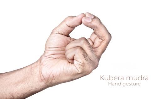 mão em Kubera Mudra