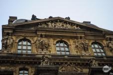 louvre-museu-palacio-fachada-detalhes-arquitetura-paris-franca-europa