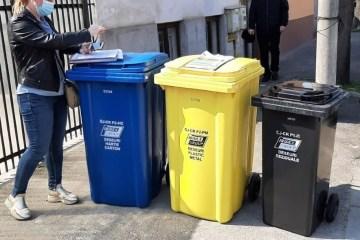 Pubele pentru colectare separată a deșeurilor reciclabile în Craiova