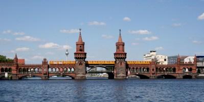 Foto Oberbaumbrücke Friedrichshain-Kreuzberg Berlin Spree
