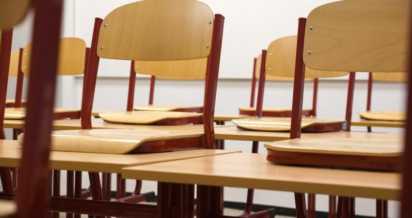 Symbolbild: Schule Berlin Stühle