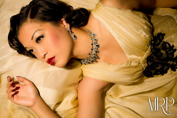 Marianne Cheesecake is a sultry siren in pure 1940s glamour