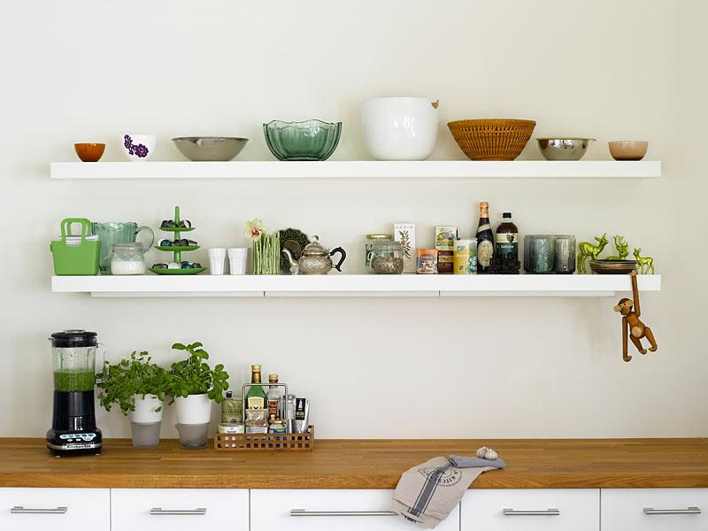 INTERIØRTIPS: Plassering på åpne kjøkkenhyller