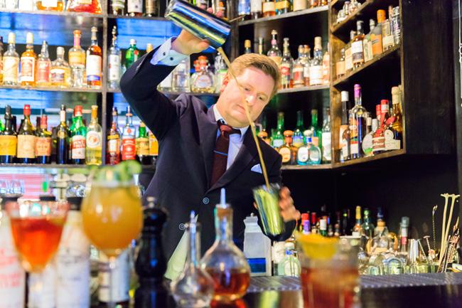 Ingeniørfruen tester drinker med cognac på No. 19