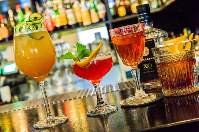 Ingeniørfruen tester drinker med cognac