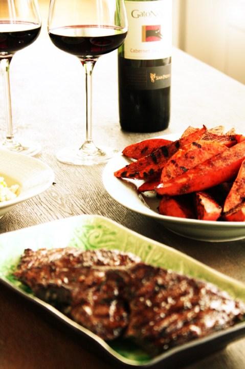 Grillet-kjøtt-marinert-med-Gato-Negro
