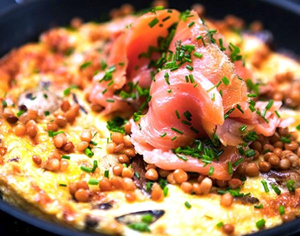 Oppskrift-på-omelett-med-laks-og-røde-linser-kopi