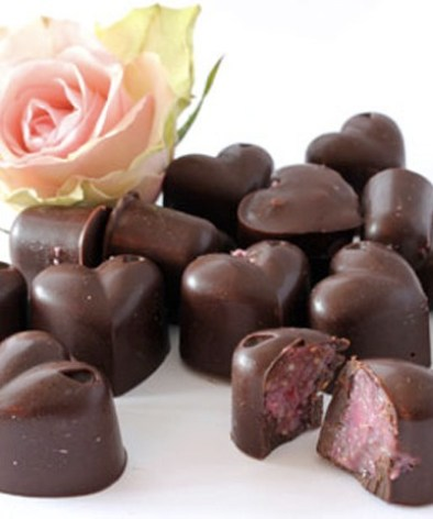 Oppskrift-på-sjokolade-med-bringebær---Bringebærhjerter