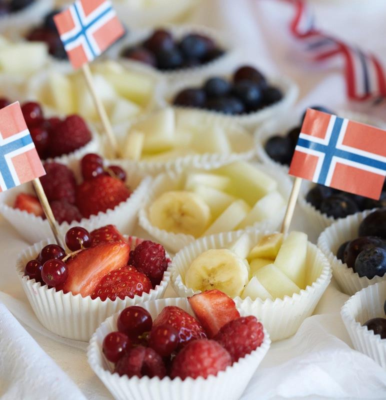 17.maitips til buffeten - frukt i rødt, hvitt og blått
