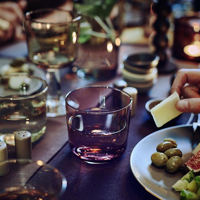 BORDDEKKINGSTIPS-Dekking-av-rustikt-høstbord-i-grått,-gult-og-rosa