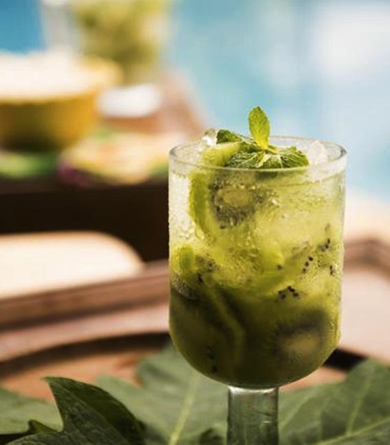 FREDAGSCOCKTAIL - Alkoholfri drink med kiwi og mynte