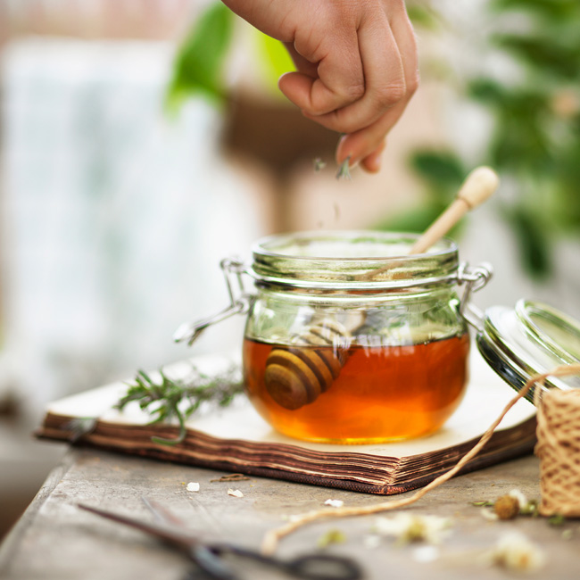 Tilsett-honningen-smak-av-lavendel-eller-sitronskall