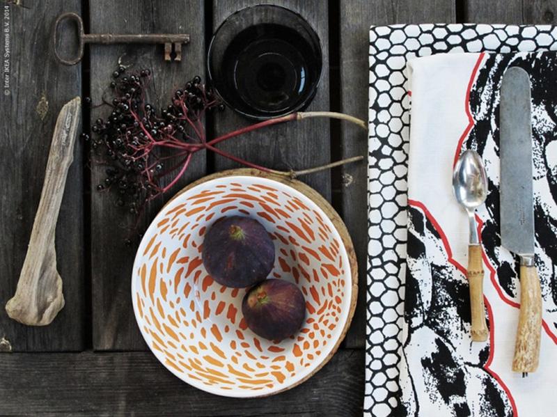 Grafisk-og-dramatisk-–-høstbord-i-sort-og-hvitt-med-hodeskaller-. ©FOTO: IKEA livet hemma