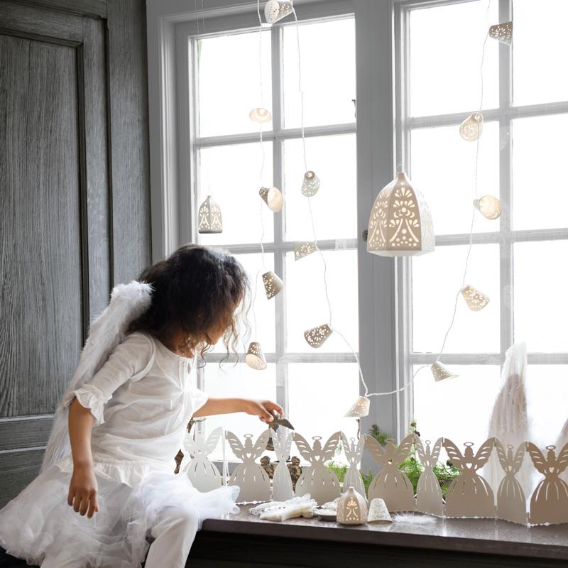 001 INTERIØRTIPS - INTERIØRTIPS - JULEDEKORASJONER Hvite lysslynger fra IKEA Foto IKEA