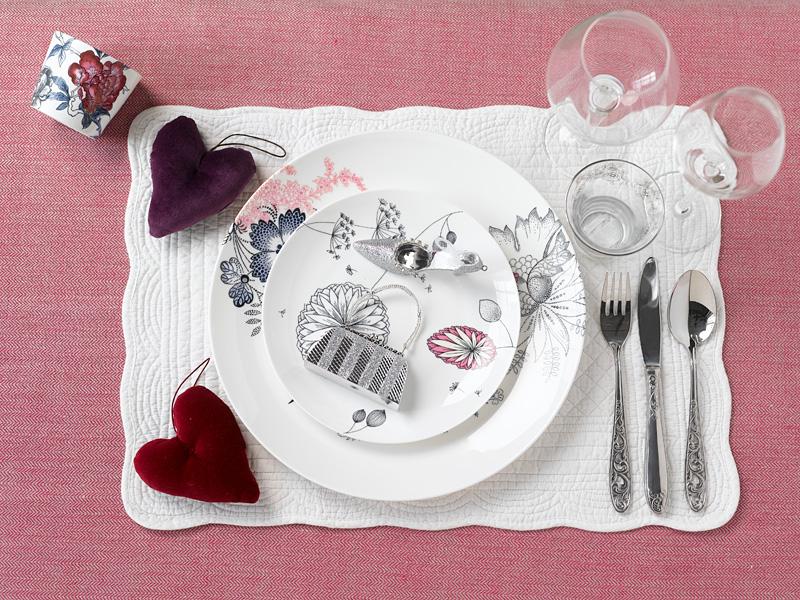 002 INTERIØRTIPS - borddekking av festbordet, serviettbretting og blomsterdekorasjoner
