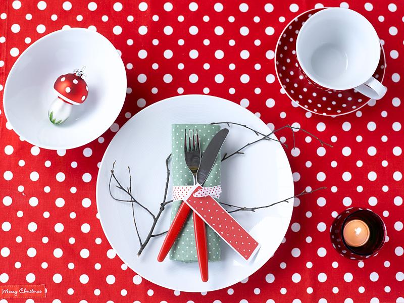 010 INTERIØRTIPS - borddekking av festbordet, serviettbretting og blomsterdekorasjoner