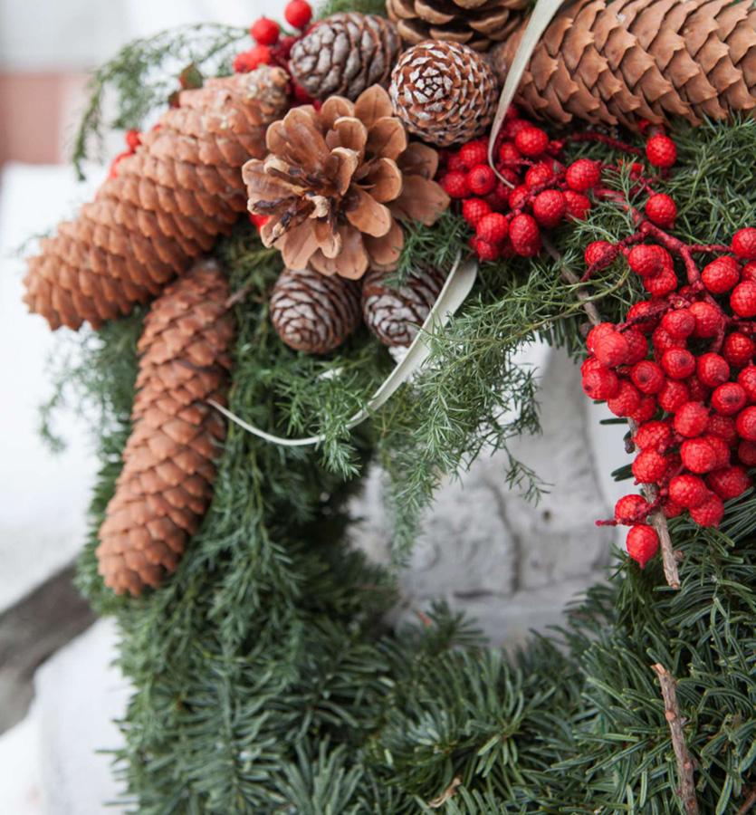 014-Hjemmelagd krans med juledekorasjoner