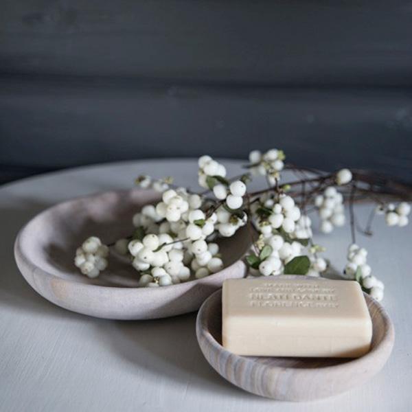 016 INTERIØRTIPS - JULEDEKORASJONER Snøbær som pynt på badet FOTO Home & Cottage