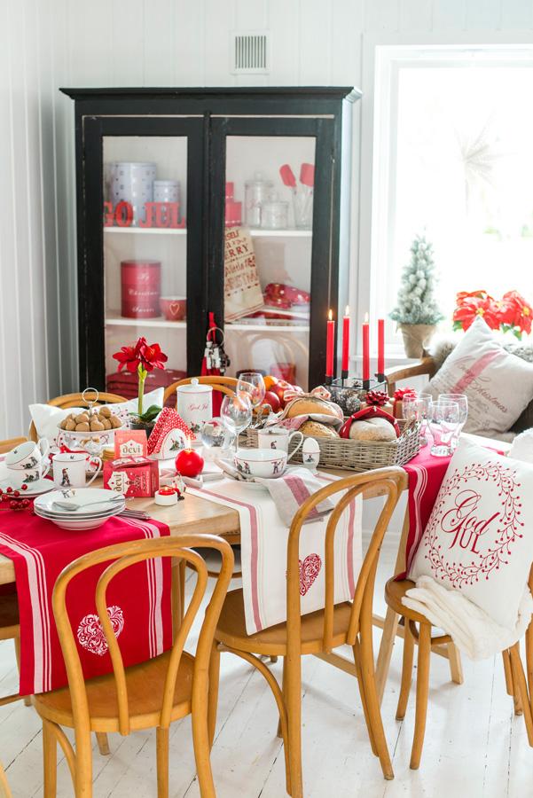 12 Moderne interiør, klassisk julepyntet i rødt og hvitt Foto Nille