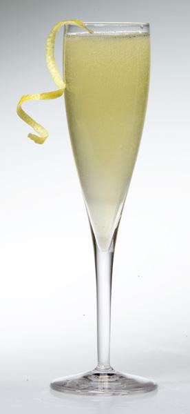 DRINKER TIL NYTTÅR Oppskrift på drink med champagne
