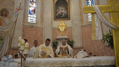 Photo of إن كنت تؤمن بعظمة الكهنوت وكرامة الكاهن أتلُ هذه الصلاة من أجل كاهن الرعية