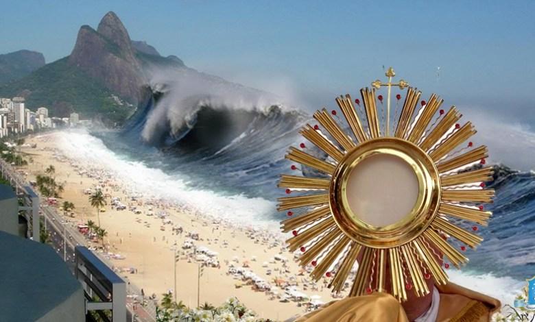 Photo of القربان الأقدس يُرجع أمواج التسونامي العملاقة إلى الوراء ويُنقذ المدينة من الدمار!